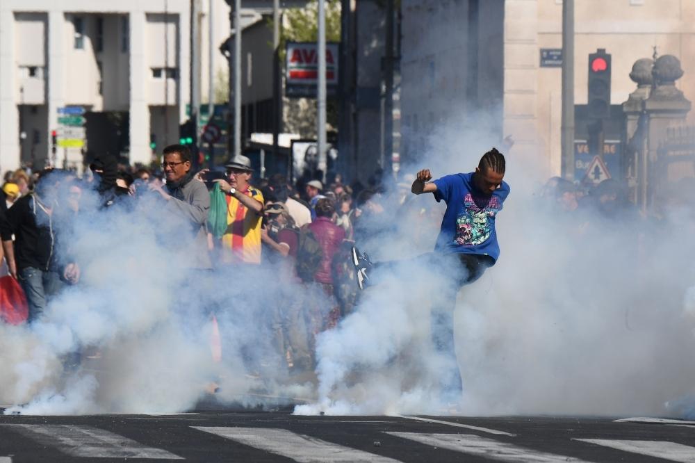 من الاحتجاجات أمس جنوب شرق البلاد ( أ ف ب)
