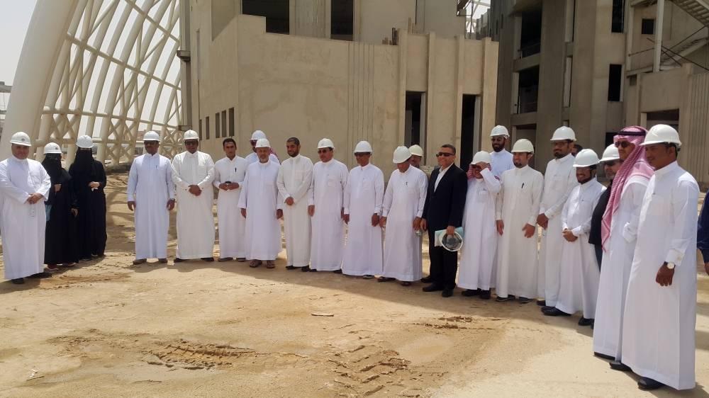 وفد المهندسين في الأحساء خلال زيارتهم المدينة الجامعية