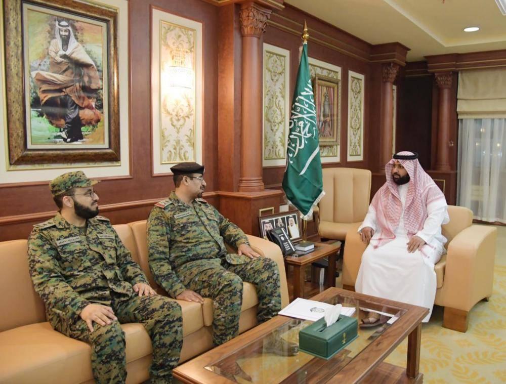 نائب أمير جازان خلال استقباله وكيل وزارة الداخلية (الوطن)