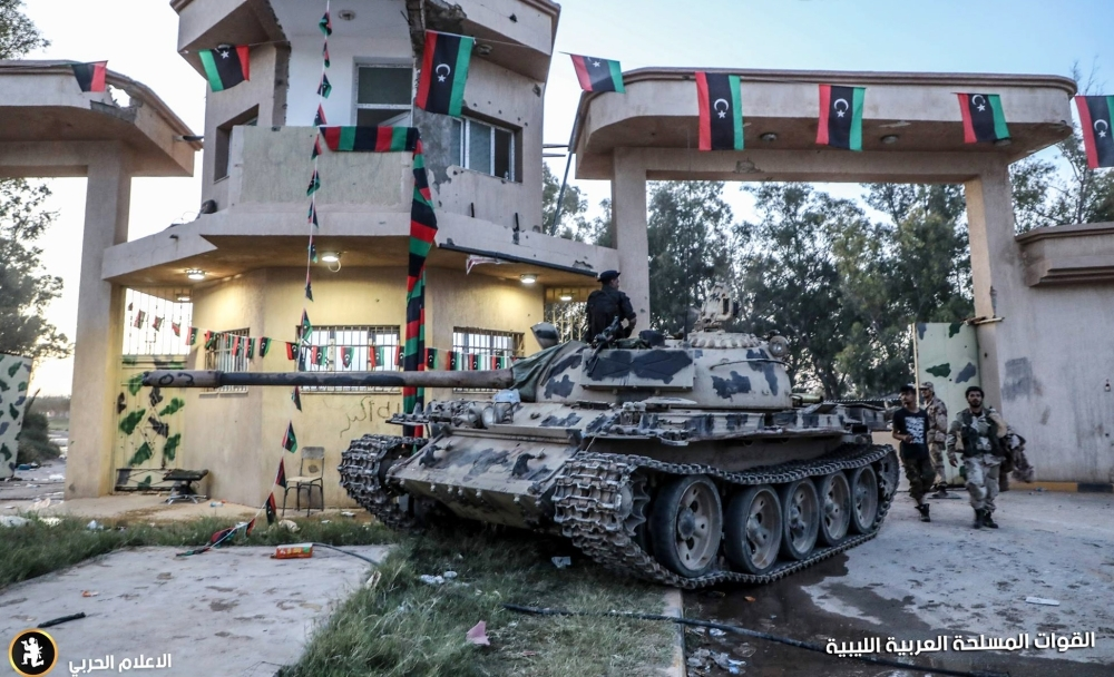 قوات من الجيش الليبي في منطقة العزيزية جنوب العاصمة (أ ف ب)