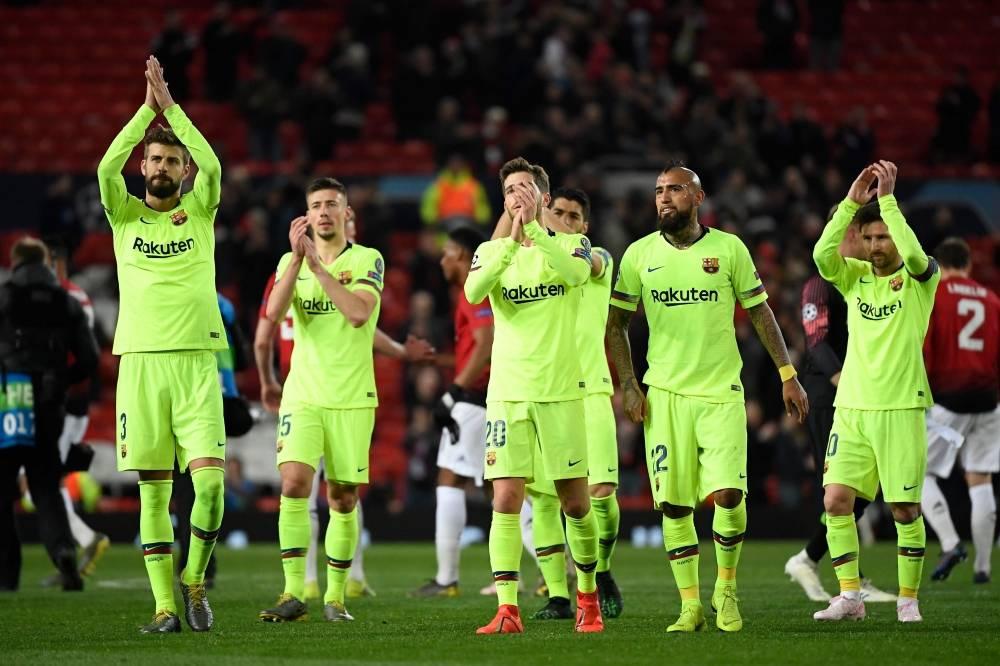 لاعبو برشلونة عقب المباراة