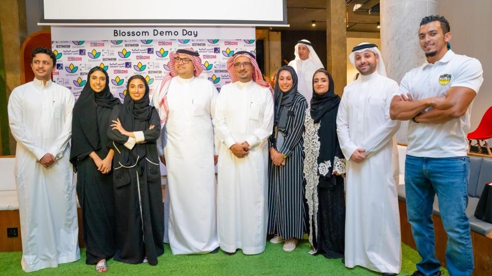 لفائزات في اليوم الختامي مع ايمان عبدالشكور وأعضاء لجنة التحكيم