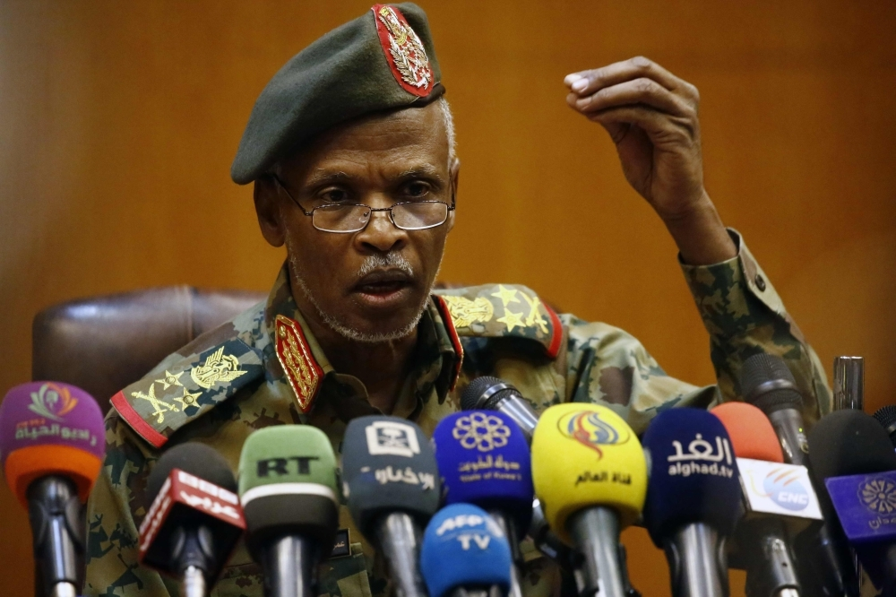 Lieutenant General Omar Zain al-Abdin, the head of the new Sudanese military council's political committee, addresses a press conference on April 12, 2019 in the capital Khartoum, one day after Sudan's army ousted the Arab-African country's veteran president Omar al-Bashir. - Sudan's military council pledgeed talks with 'all political entities' and vowed the new governtment will be 'civilian', adding that it will allow no security breaches. (Photo by ASHRAF SHAZLY / AFP)