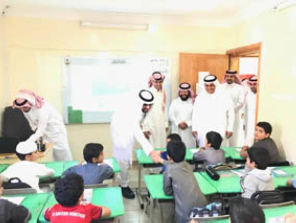 أمين إدارات التعليم خلال حولته على عدد من المدارس
