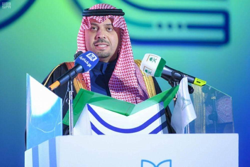الأمير فيصل بن خالد يلقي كلمته لخريجي الجامعة (الوطن)