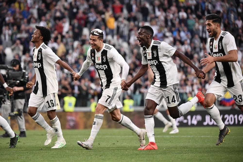 فرحة لاعبي اليوفي باللقب الإيطالي ( أ ف ب)