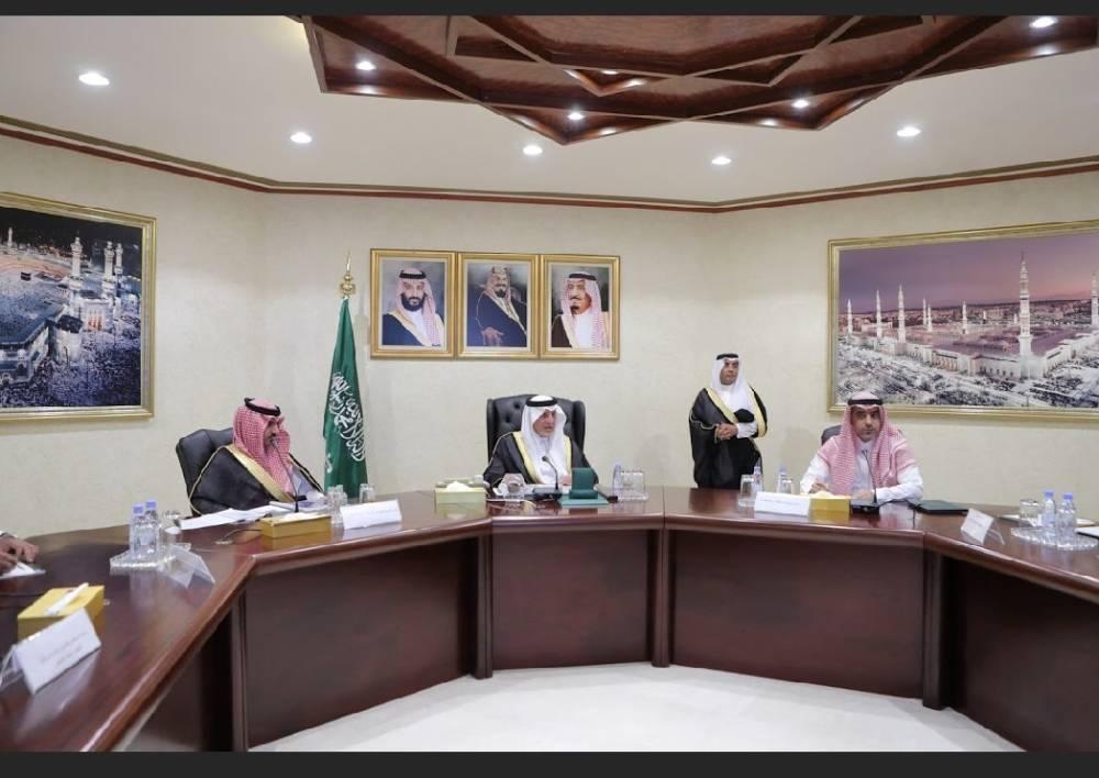 الفيصل ونائبه خلال الاجتماع (الوطن)