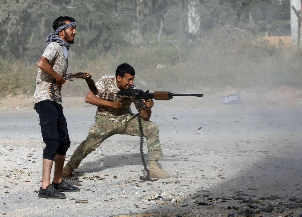 من المعارك الدائرة في محيط العاصمة طرابلس (الوكالات)