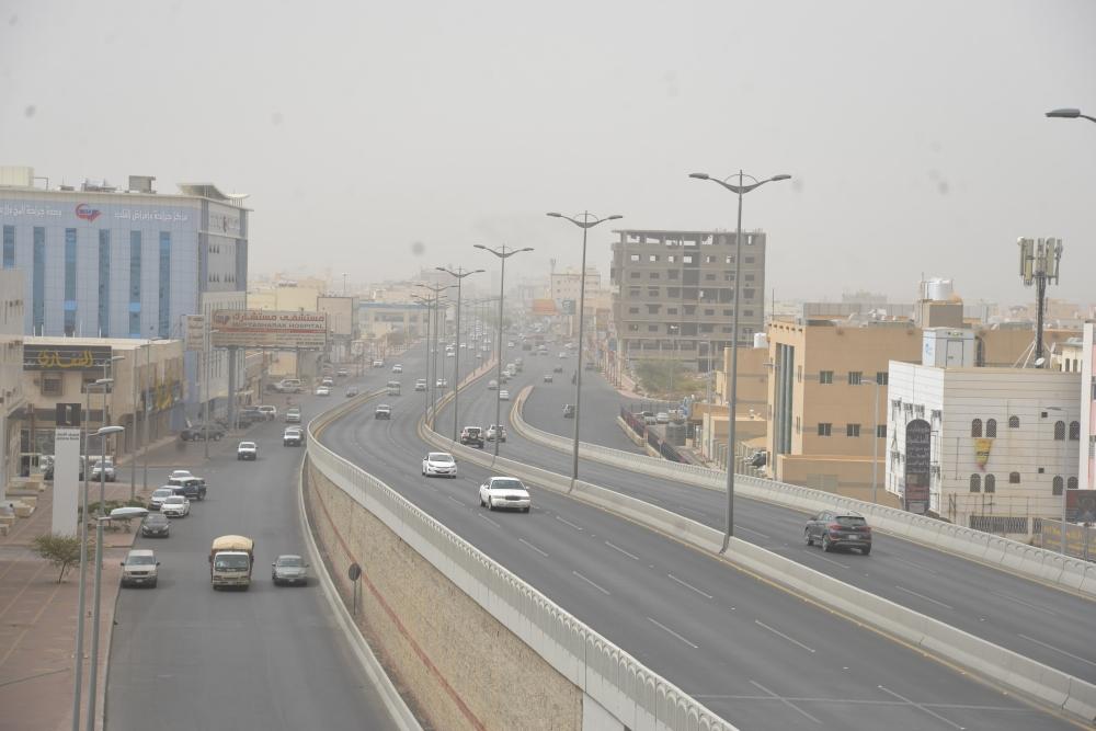 الغبار على منطقة عسير (تصوير: عبدالله الشهري)