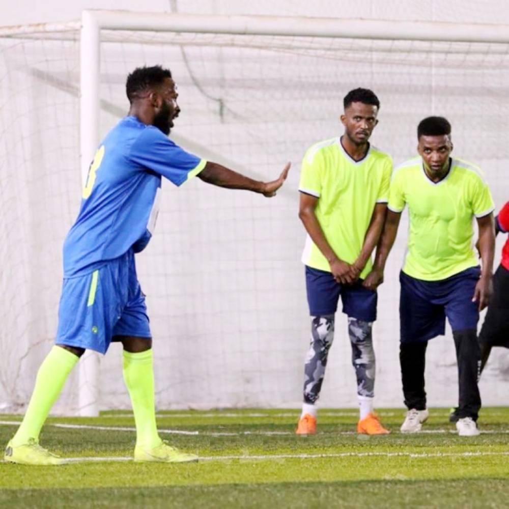 فهد المولد ومحمد نور وإبراهيم هزازي خلال المباراة (تصوير: قناة عين المشاهد)