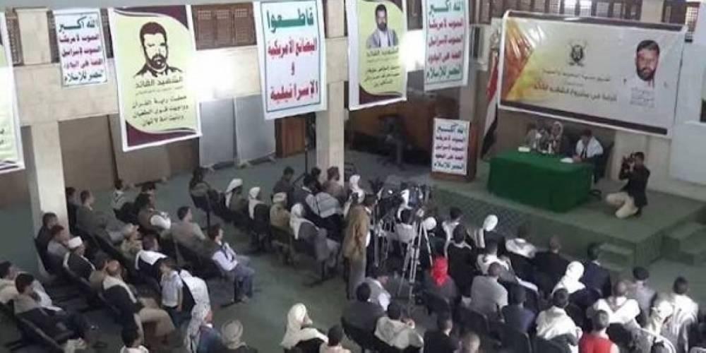 جانب من محاضرات نشر المذهبية لمليشيات الحوثي (وكالات)