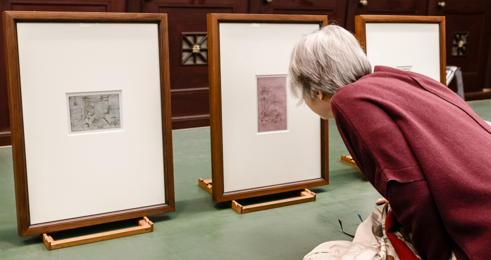 29 May 2019, Hamburg: A woman is looks at three of four Leonardo da Vinci drawings in the Hamburger art museum Kunsthalle. The are on display in an exhibition at the museum from 05 to 19 June. Photo: Markus Scholz/dpa