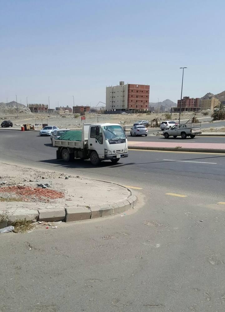 جانب من عبور السيارات والشاحنات لتقاطع الريان بمكة المكرمة (تصوير: فهد علي)