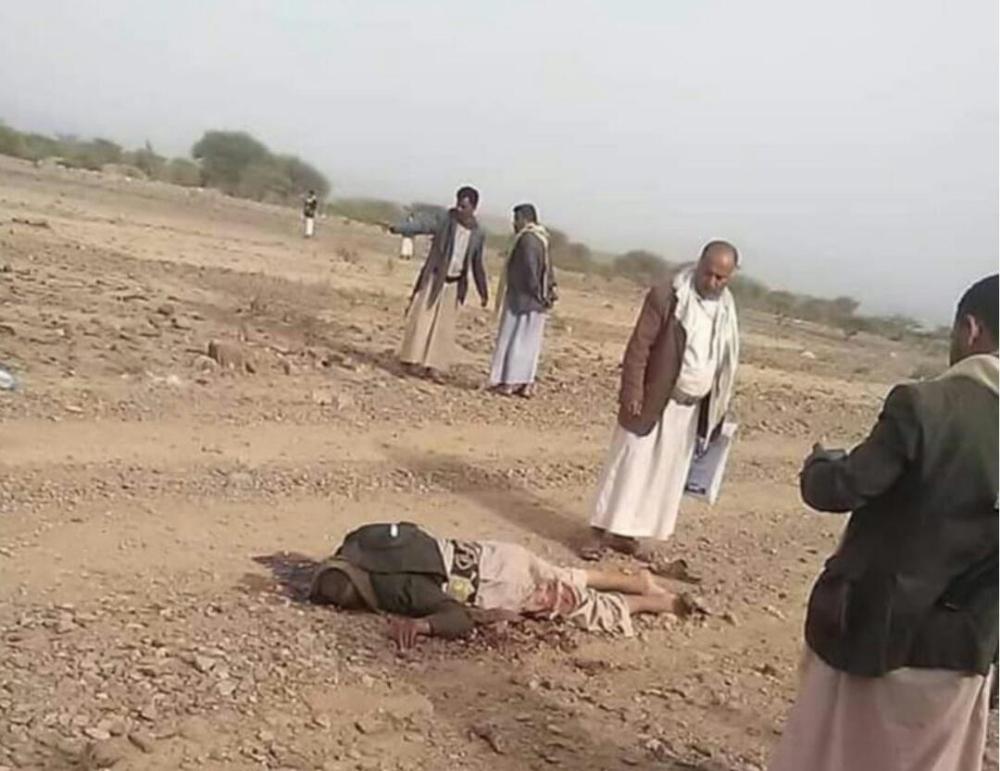 جثة الشيخ سلطان الوروري على جنبات الطريق (الوطن)
