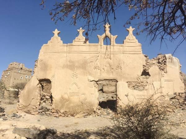 جانب من القرية والمسجد التاريخي بها (الوطن)