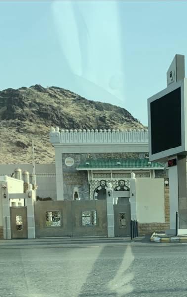 إغلاق مدخل معرض عمارة الحرمين الشريفين تصوير : بدر العتيبي