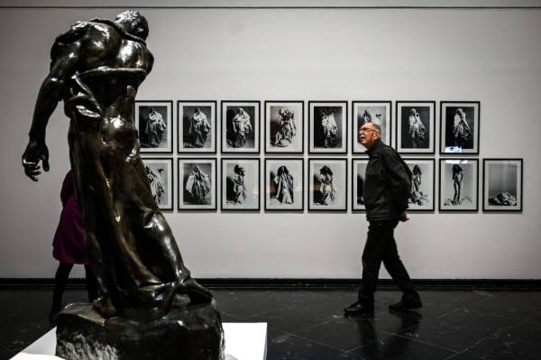 A man visits the exhibition «Drapery in all its splendor» displaying drawings by Michelangelo, Duerer, Degas or Rodin but also sanguine drawings by Picasso or photos by Man Ray, on December 2, 2019 at the Beaux-Arts museum. (Photo by JEAN-PHILIPPE KSIAZEK / AFP) / RESTRICTED TO EDITORIAL USE - MANDATORY MENTION OF THE ARTIST UPON PUBLICATION - TO ILLUSTRATE THE EVENT AS SPECIFIED IN THE CAPTION