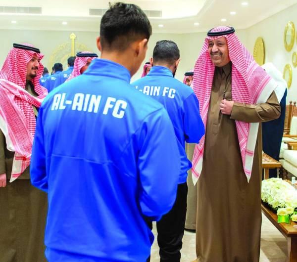 أمير الباحة يستقبل إداريي ولاعبي العين