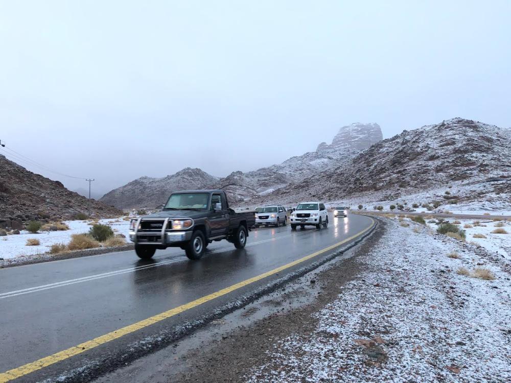 الثلوج التي تساقطت على جبل اللوز  (تصوير: عبدالمجيد العجلان)