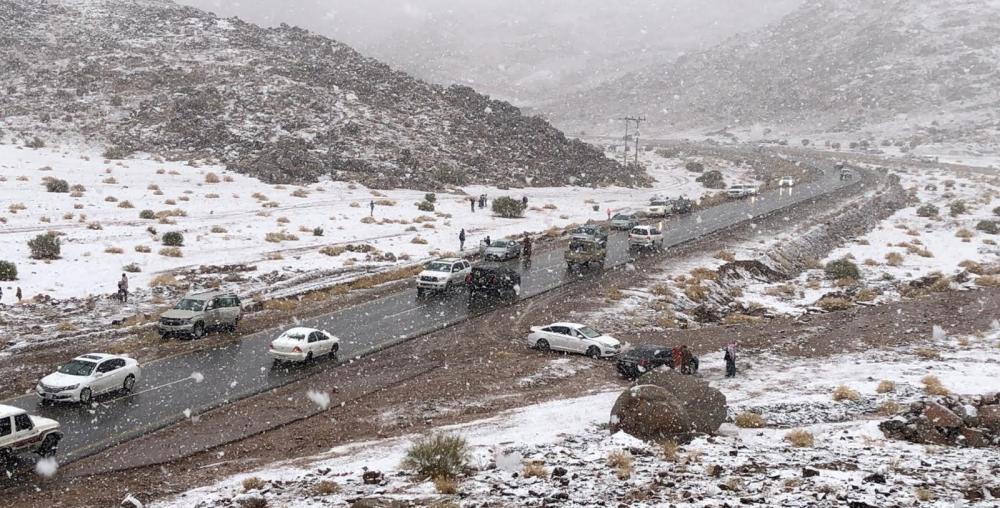 الثلوج التي تساقطت على علقان  (تصوير: عبدالمجيد العجلان)
