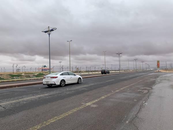 شهدت طريف أمطارا متوسطة يوم أمس مصحوبة بالثلوج (تصوير: حمود الأشجعي)