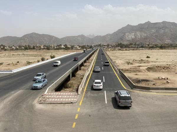 مرور السيارات من على جسر الجربة كما ظهر أمس