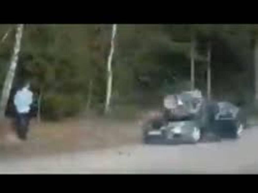 صخرة حطمت سيارته