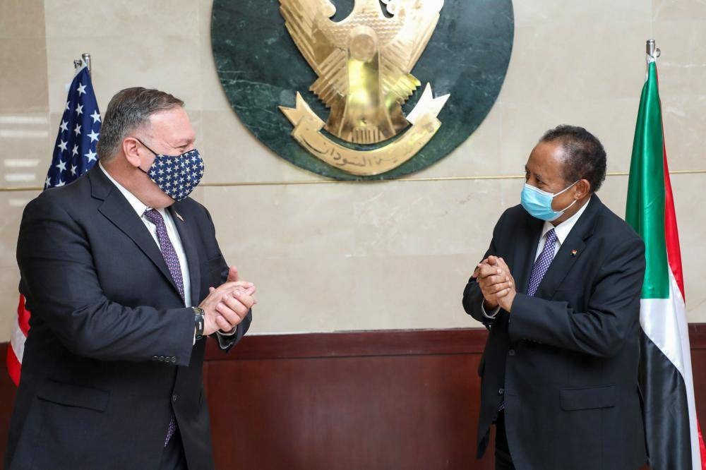 A handout picture provided by Sudan's Prime Ministers office on August 25, 2020, shows US Secretary of State Mike Pompeo (L) greeting Sudanese Prime Minister Abdalla Hamdok (R) in Khartoum. - Pompeo is on an official visit to Sudan to urge more Arab countries to normalise ties with Israel, following the US-brokered Israel-UAE agreement. He is the first American top diplomat to visit Sudan since Condoleezza Rice went in 2005. (Photo by Handout / Office of Sudan's Prime Minister / AFP) / === RESTRICTED TO EDITORIAL USE - MANDATORY CREDIT