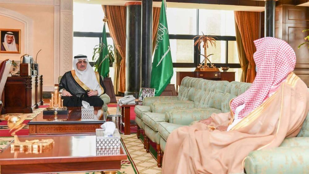 الأمير فهد بن سلطان خلال لقائه خردلي (الوطن)