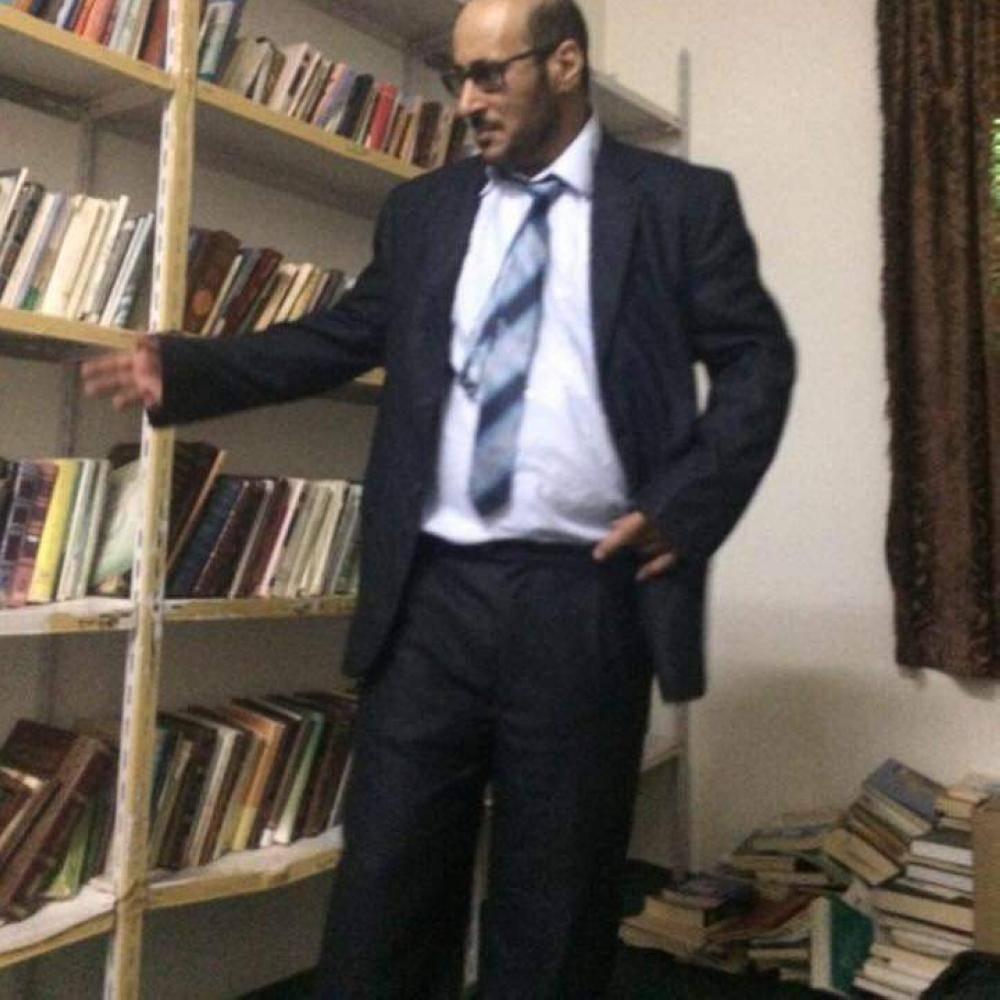 المطيري في مكتبته