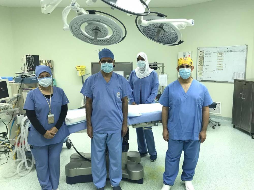 الفريق الطبي الذي أجرى العملية