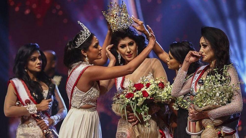 معركة نسائية في مسابقة ملكة جمال