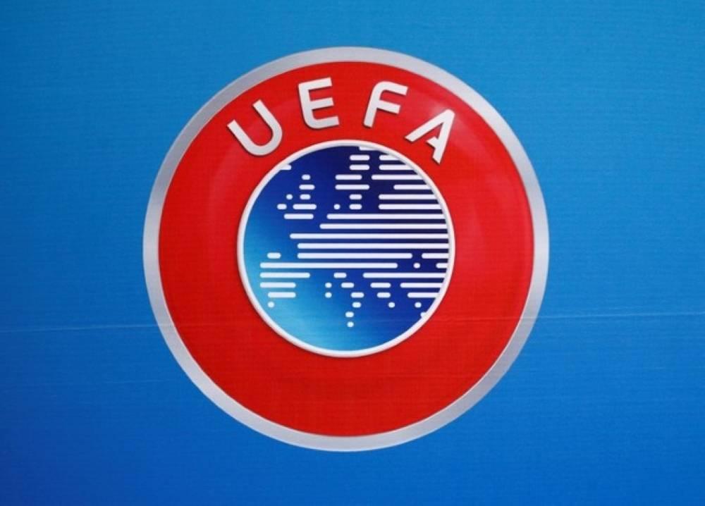 شعار الاتحاد الأوروبي لكرة القدم في صورة من أرشيف رويترز.