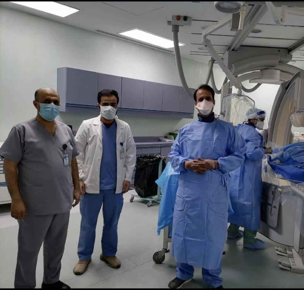 الفريق الطبي بعد إجراء العملية