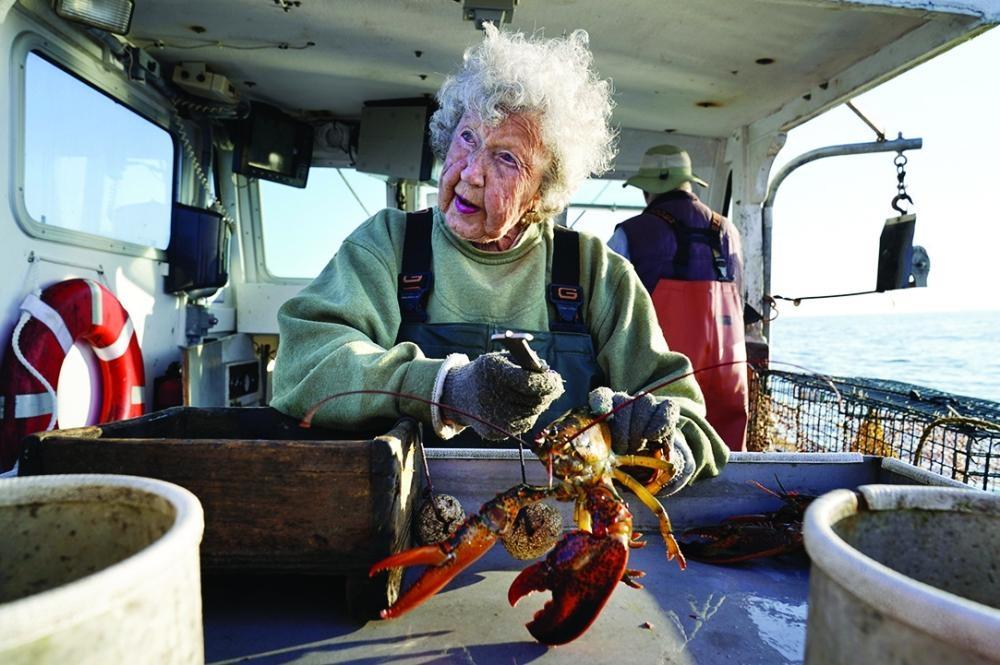 امرأة عمرها 101 سنة تصيد