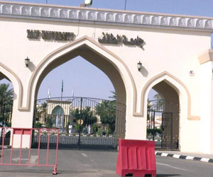 أزمة المواقف تدفع طلاب جامعة الطائف للمخالفات المر