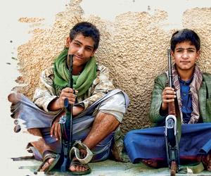 الحوثيون يزرعون الألغام لمنع هروب الأطفال المجندين