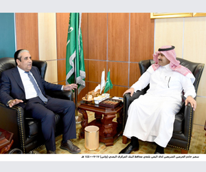 السفير آل جابر يبحث وضع الاقتصاد اليمني والدعم الس
