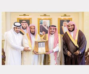 أمير القصيم يشيد بمبادرة الدبيخي لتكريم أبناء الشه