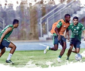 الأخضر إلى الإمارات ومارفيك يفرض السرية