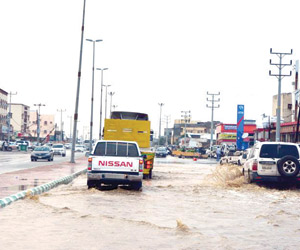 أمطار محايل تقطع الكهرباء عن أربع قرى