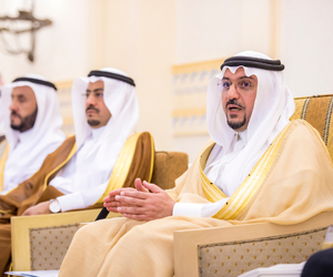 أمير القصيم يستقبل 100 شاب من المشاركين بملتقى الف