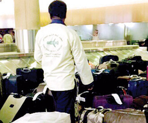 مسافرون يطالبون بالتعويض وإدارة للكوارث