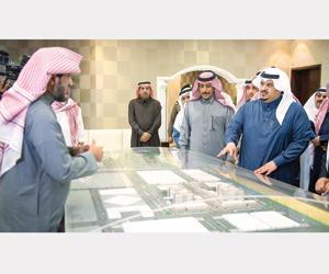 نائب أمير الرياض يتفقد مشروعات الإسكان بالمجمعة