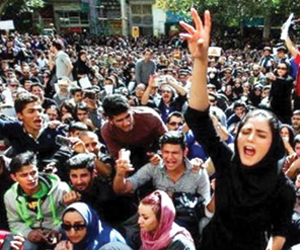 المظاهرات تجتاح الأحواز والمحتجون ينددون بفساد الم