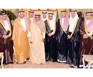 الأمير مقرن يستقبل الرئيس الفلسطيني