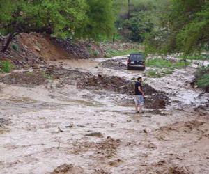 الأمطار تقطع كهرباء رجال ألمع