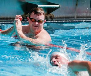 4 سعوديين يتنافسون مع 100 سباح وسباحة في الأولمبيا