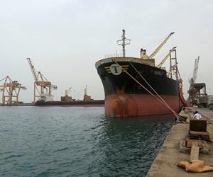 الحكومة اليمنية تنفي انسحاب الانقلابيين من ميناء ا