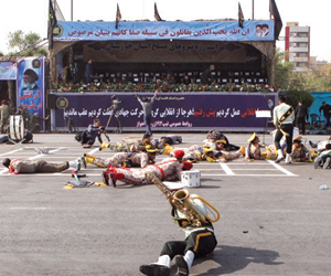 هجوم يزلزل قوات الجيش الإيراني خلال عرض عسكري بالأ